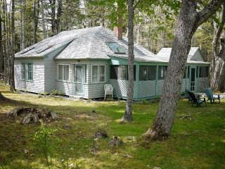 Little Acorn - rustic and quaint in the woods in Bar Harbor