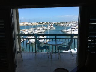 Galleon Marina Penthouse w Loft, Key West