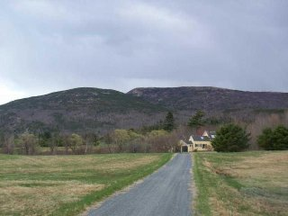 Meadow & Mountain View - amazing views & privacy, walk to Bar Harbor