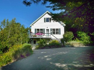Rose Aerie - privacy in the heart of Bar Harbor