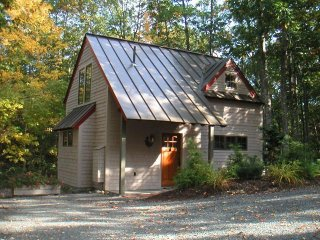 Acorn Cottage - in the village of Bar Harbor, walk to ANP