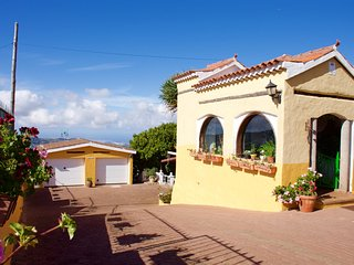 Family Villa with Private Pool, Billiard, Table Tennis, Sat Tv and WiFi