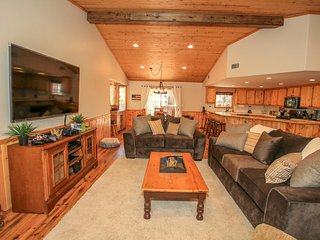 Crater Lake Inn~Nicely Furnished Newer Home~Master Suite With Jetted Tub~Decks~