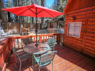 Cottage In The Pines~Adorable Furnished Couple's Cabin~Extremely Relaxing Deck~, Big Bear Region