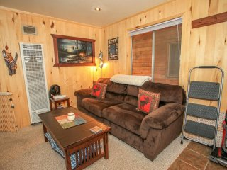 Cottage In The Pines~Adorable Furnished Couple's Cabin~Extremely Relaxing Deck~