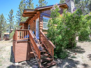 Finch Nest~Adorable Furnished Cabin~Spacious Yard~Great Decks~Walk To Lake Local