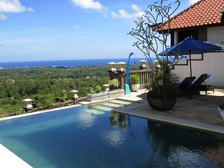 Villa Lebah -Stunning Views from Luxury Modern 4 Bedroom Villa