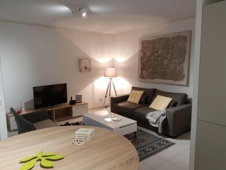 SPECIAL FESTIVAL AVIGNON Appartement Residence securisee a cote des remparts ...