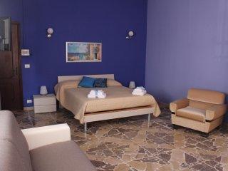 Camera Familiare a 20 metri dal Mare di Torre Archirafi. Vicino Taormina