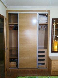 amplio armario empotrado