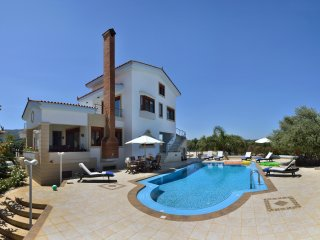 Villa Nikis, High Quality Villa with 50 sq.m Heating Pool, 4km to Chania & Beach