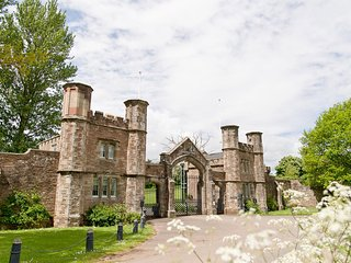 GATEHOUSE ADAM LODGE IN A STUNNING SETTING