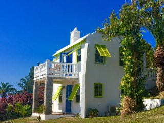 Quaint Standalone Cottage near Beach and Amenities