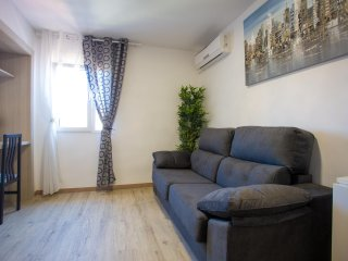 Newly decorated 2 bedroom apartment next to City of Arts