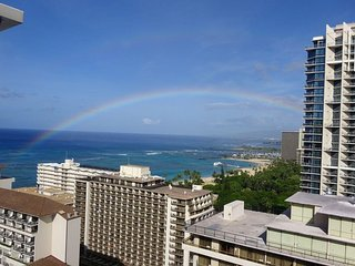 Ocean View Penthouse - Best Location in Waikiki - Free parking/Wi-Fi !