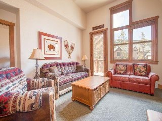 Red Hawk Townhome 2337 - Spacious, three level property with washer/dryer, walk