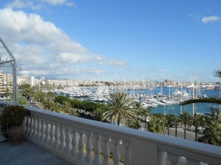 Apt. with sea view and pool access, Palma de Mallorca