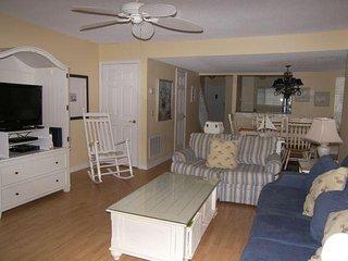 5%- 10% -OFF 3 Bedroom Courtside - 1 block beach, Pool