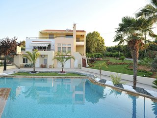 Villa Annia - Rare/special villa with garden and great views, 12 pers. (+ 2) NW