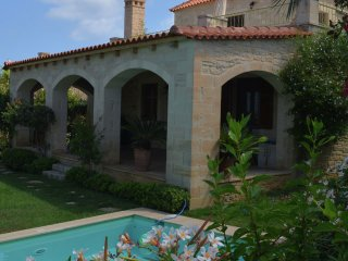 Villa Arianna - Beautiful stone built villa, private pool, Prines, 5km from Rethymno, NW coast