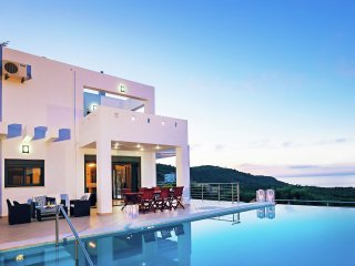 Villa Neraida - Luxe in beautiful villa, private pool, stunning sea views near