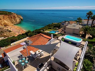 Casa Milhafre - Casa Milhafre is a modern holiday home with stunning views in Benagil, Carvoeiro