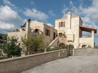 Villa Pantelis - Traditional stone/wood villa, private pool, with mountain