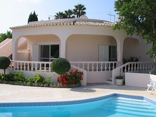 Casa Papoilas - Peaceful and relaxing villa just 5-minuts' drive from the