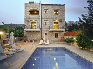 Villa Athena - Luxurious, aristocratic villa for 9 people with private pool