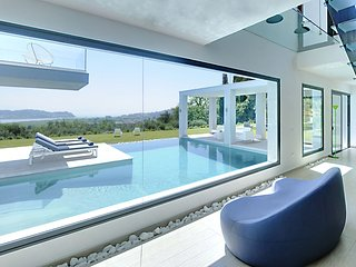 Villa Eve - Live the ultra modern stylist's dream with spectacular sea views on