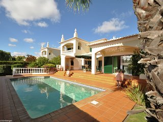 Villa Colaco - Lovely 3 bedroom Villa with private pool near all amenities of