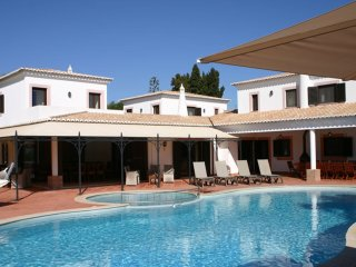 Mouraria - Magnificent Moorish style Villa with private pool & tennis court near Carvoeiro