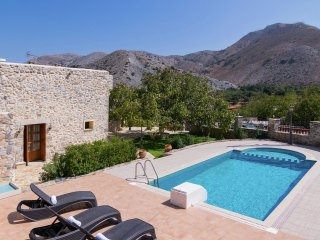 Villa Archodiko - Traditional beautiful Greek house, 10 pers. private pool
