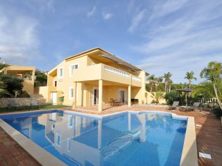 Vivenda Beira Mar - Villa with views overlooking the pool, sea and Meia Praia. Great for a relaxing holiday, Lagos