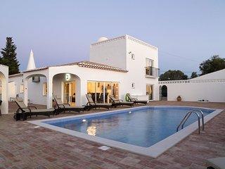 Casa Monte Cristo FOUR - Luxurious 5 bedroom Villa with private pool on the Funchal Ridge near Lagos