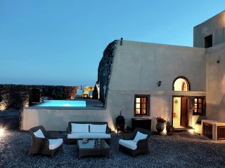 Mansion Kyani - Extravagant villa, on top of hill, views of vineyards and village Megalochori, Megalokhorion