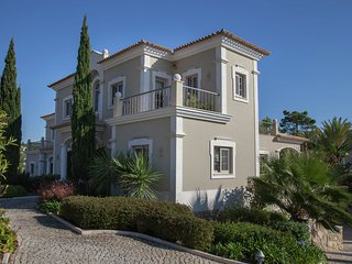 Villa Maria Lisboa - Modern 5 bedroom villa in exclusive Residence in Quinta do Lago 150m from beach, Almancil