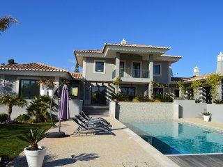 Villa Jeleza - A modern, highly luxurious 4-bedroom villa with swimming pool near Carvoeiro