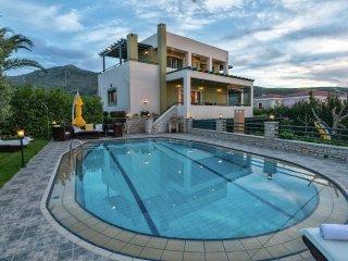 Villa Mystic - Beautiful big house, 2 swimmingpools in lovely Roussospiti, 5 km above Rethymno