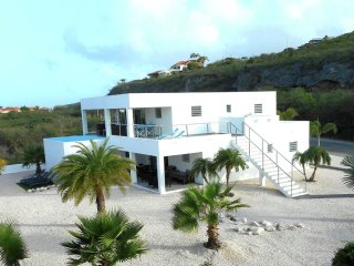 Modern Coral Estate - New luxury villa located in the gated community Coral Estate on Curacao.