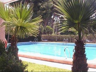 apartamento con piscina, la pinada