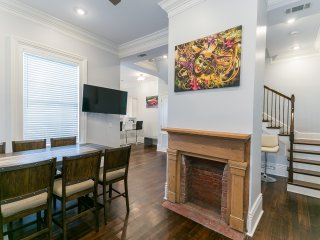 Downtown Luxury Condo F by Hosteeva, New Orleans