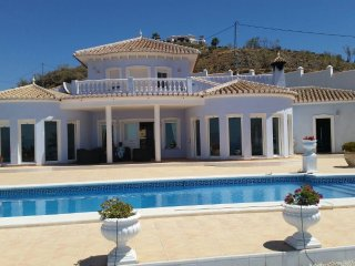 Large luxury villa with panoramic views of the Med & Torre del Mar