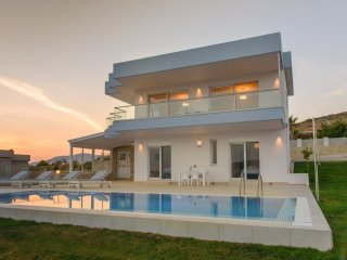 Luxury Seaside Villa Delfini 3