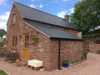 Nuthatch Cottage is a Cosy retreat overlooking the Flaxley Valley Forest of Dean