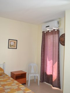 Small bedroom w. A/C