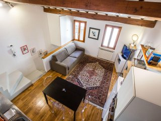 Delightful Bohémienne Penthouse in Santa Croce, Florence center, Wi-Fi, Washers