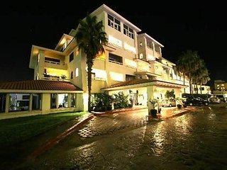 LUCIA'S IDEAL CONDO one block to beach, walk to Marina, shops, restaurants