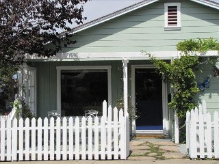 Charming Cottage Near Historic Lover's Point, Pacific Grove