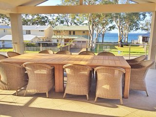 'Beauty and the Beach', 88 Foreshore Drive - large home with WIFI & water views